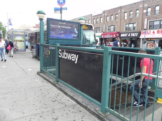State Senator Charles Squadron urges MTA to inspect R subway line