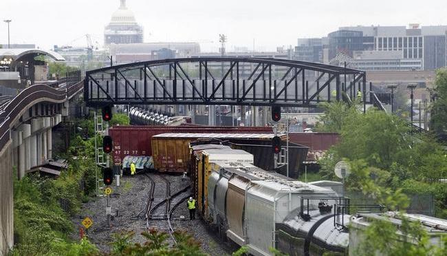 CSX train derails in Northeast Washington D.C., possible hazardous leak
