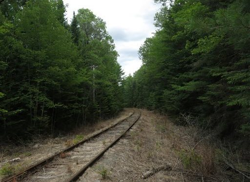 NY state comptroller calls on feds to tighten safety measures for oil trains