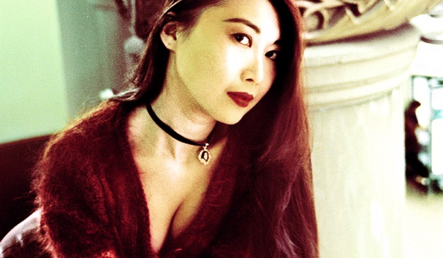 Throwback The '90s – Berry Lips And The Choker Necklace