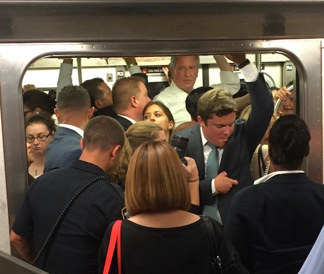 After day of subway hell, De Blasio takes the 7 train